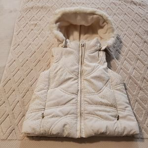 Place hooded quilted vest.